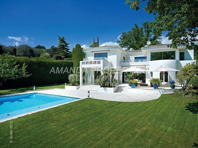 Maison villa luxe jardin immofavoris - Maison contemporaine de luxe ...